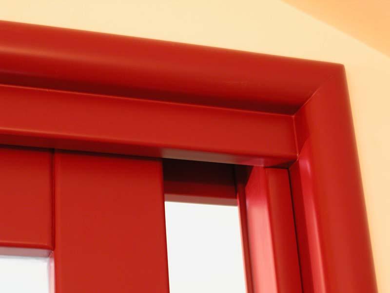 Laccatura rossa stipite porta interna