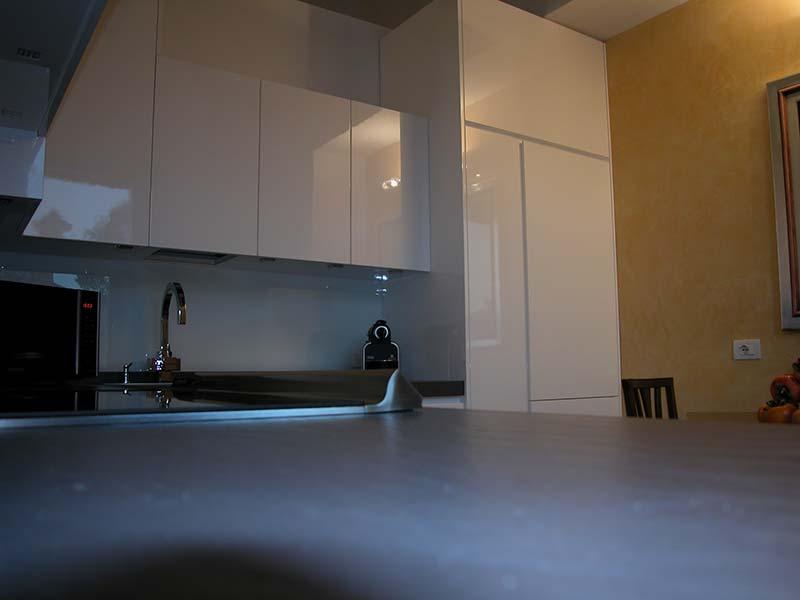 Laccatura cucina bianca lucida