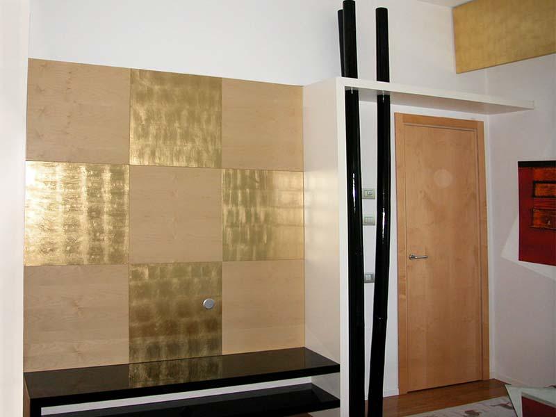 Acero naturale alternato a decoro in foglia oro